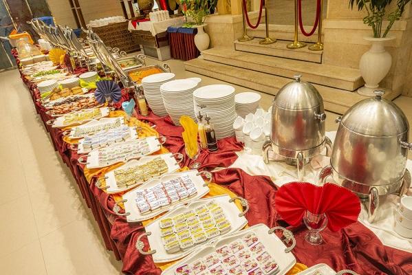 میز صبحانه هتل کیانا مشهد